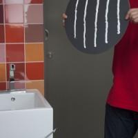 Pegar espejos en paredes